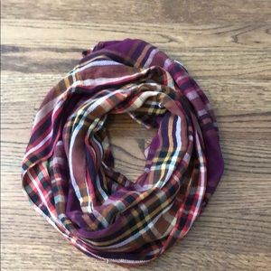 Old navy infinity scarf never worn